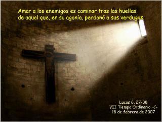 Amar a los enemigos es caminar tras las huellas de aquel que, en su agon a, perdon  a sus verdugos.