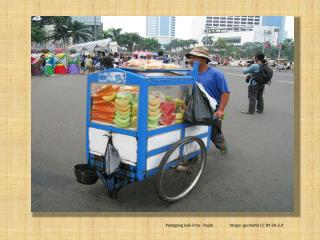 Pedagang  kaki lima -  Rujak Image:  gunkarta  CC BY-SA-2.0