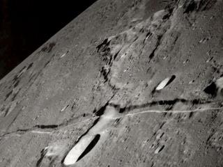 "This picture shows the location of the ""Rocky Belt"" which shows the moon was once split."