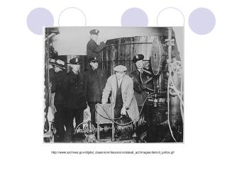 archives/digital_classroom/lessons/volstead_act/images/detroit_police.gif