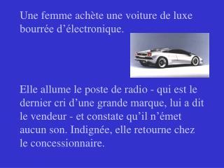 Une femme achète une voiture de luxe bourrée d'électronique.