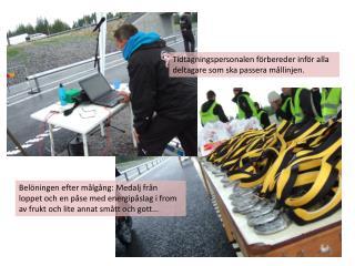 Tidtagningspersonalen förbereder inför alla deltagare som ska passera mållinjen.