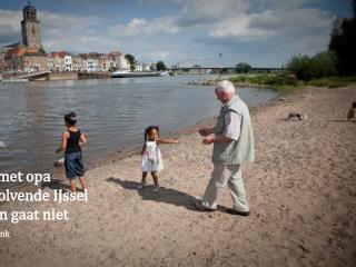 Samen met opa Bij de golvende IJssel Vergeten gaat niet Roos  Korderijnk