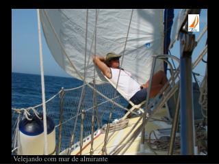 Velejando com mar de almirante