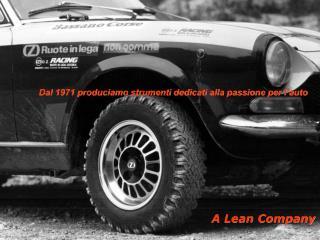 Dal 1971 produciamo strumenti dedicati alla passione per l'auto