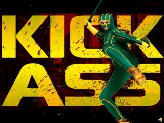 Ao levantar-se, Kick-Ass foi para cima de Red Mist dando inicio a um grande duelo.