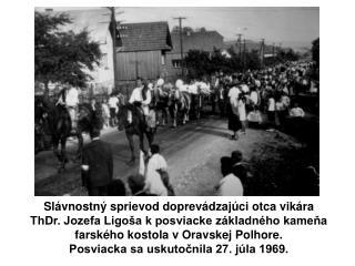 Slávnostný sprievod doprevádzajúci otca vikára  ThDr. Jozefa Ligoša k posviacke základného kameňa