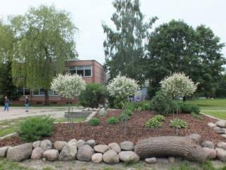 Mokykla įkurta 1992 metais Mokykloje mokosi 310 mokin i ų Mokykloje yra 14 klasių