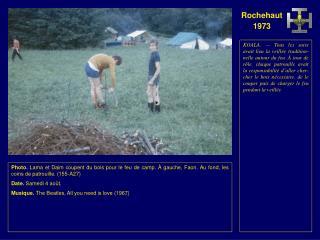 Photo.  Lama prépare le feu de camp. Au fond, la tente infirmerie. (156-A26) Date.  Samedi 4 août.