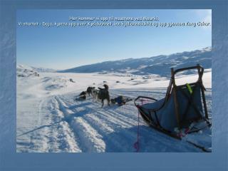 """I år er isgrotta """"stengt"""". Der åpningen normalt ligger er det helt pakket av is og snø."""