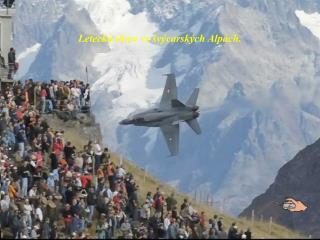 Letecká show ve švýcarských Alpách .