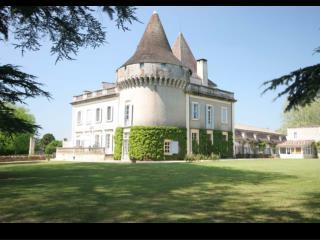 CFH-R049-Slideshow-Majestic-Chateau-Dordogne
