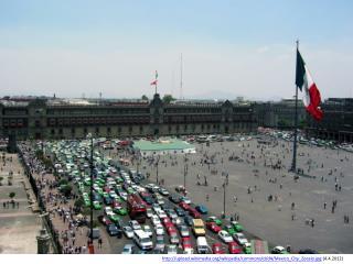 upload.wikimedia/wikipedia/commons/d/d4/ Mexico_City_Zocalo.jpg  (4.4.2012)