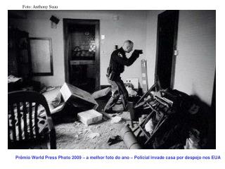 Prêmio World Press Photo 2009 – a melhor foto do ano – Policial invade casa por despejo nos EUA