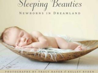 Ph otos of newborn  babies i n age  between  5 a 10  days , a uthoring by  Tracy  Raver