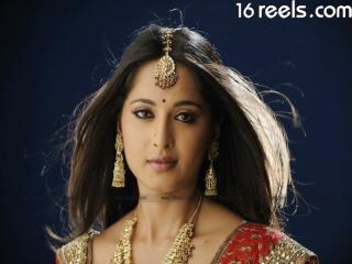 Anushka - Hot South Indian Actress