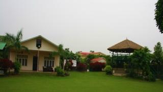 Best Farmhouse in Noida   Flora Family Farms   Call 09811501277